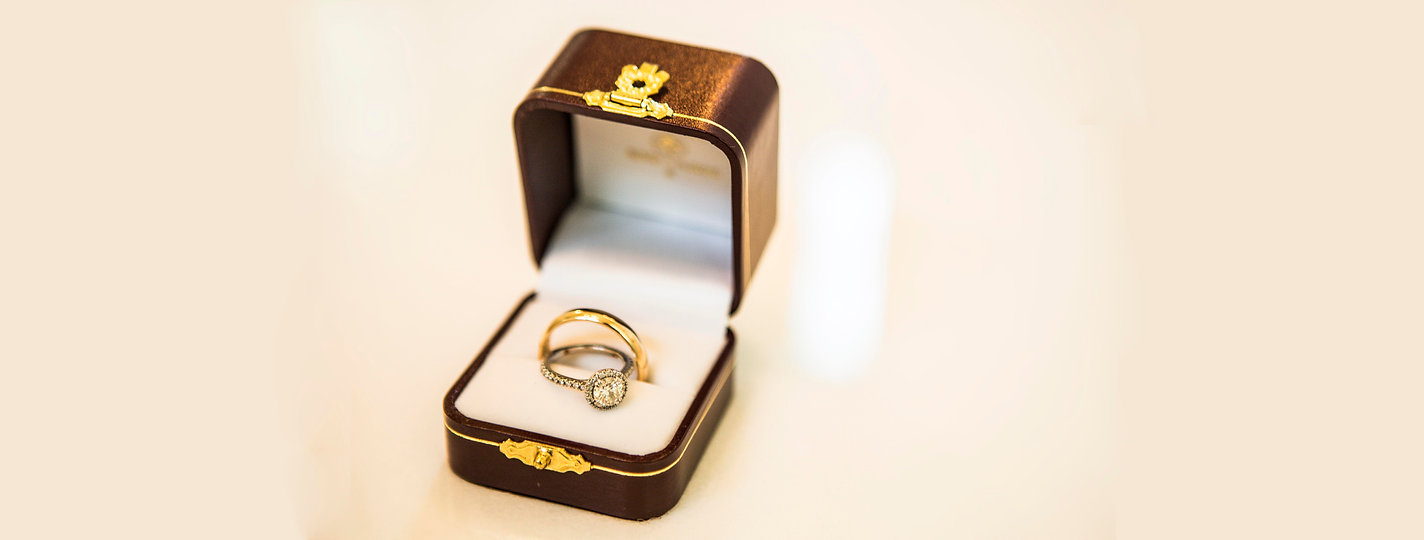 Stunning wedding ring and wedding band. Gold rings in detailed box