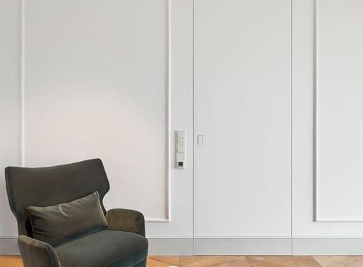 Wybór listwy przypodłogowej do drzwi ukrytych - Nowoczesne pomysły na minimalistyczne wnętrze.
