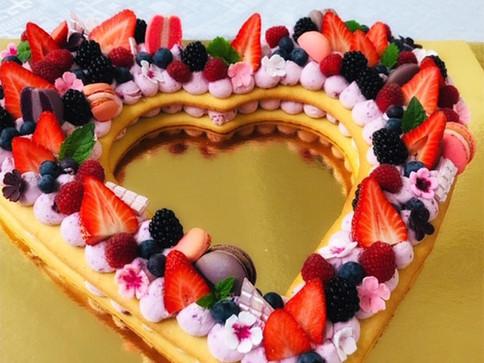naked cake Herz & Früchte