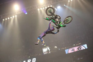 Luc takes maiden win at NIGHT of the JUMPs, Hamburg | Official Site