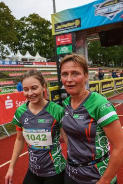 Siegerin und 2te Mutter und Tochter AOK WOmens RUn-3191