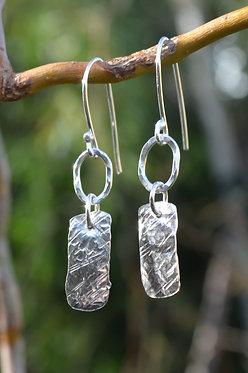 Texture-link earrings