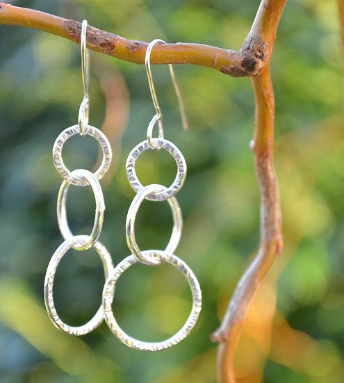 Circle link earrings