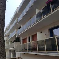 Balcon avec garde-corps neufs