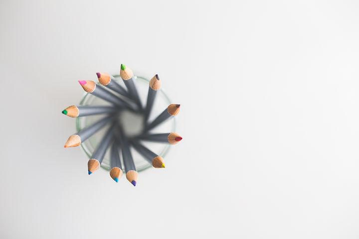 Crayons dans une tasse