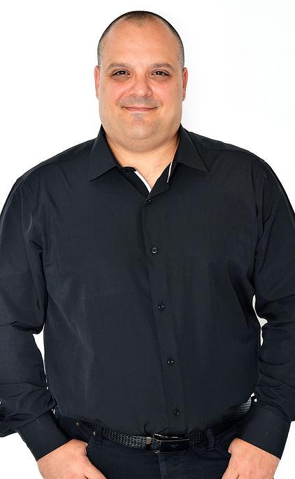 רענן שנהב חולצה שחורה