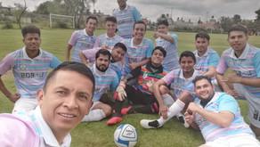 Equipo de Futbol Lgbt se viste con los colores Trans