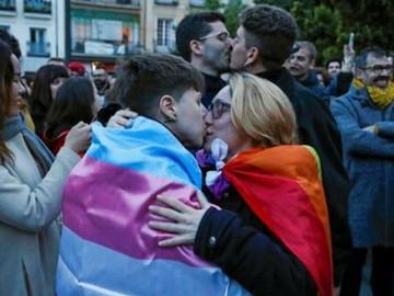 Manifestación Masiva contra el Obispado de Alcalá por terapias de cura gay.