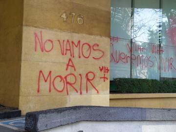 Pacientes con VIH protestan contra el desabasto de medicamentos en el IMSS