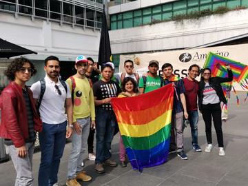 Manifestacion en Shake Shack por la Homofobia que sufio DylanSaurio en esa empresa