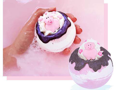 Piggy in the Middle bath bomb