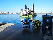 Inspection d'une barge avec pelle marine