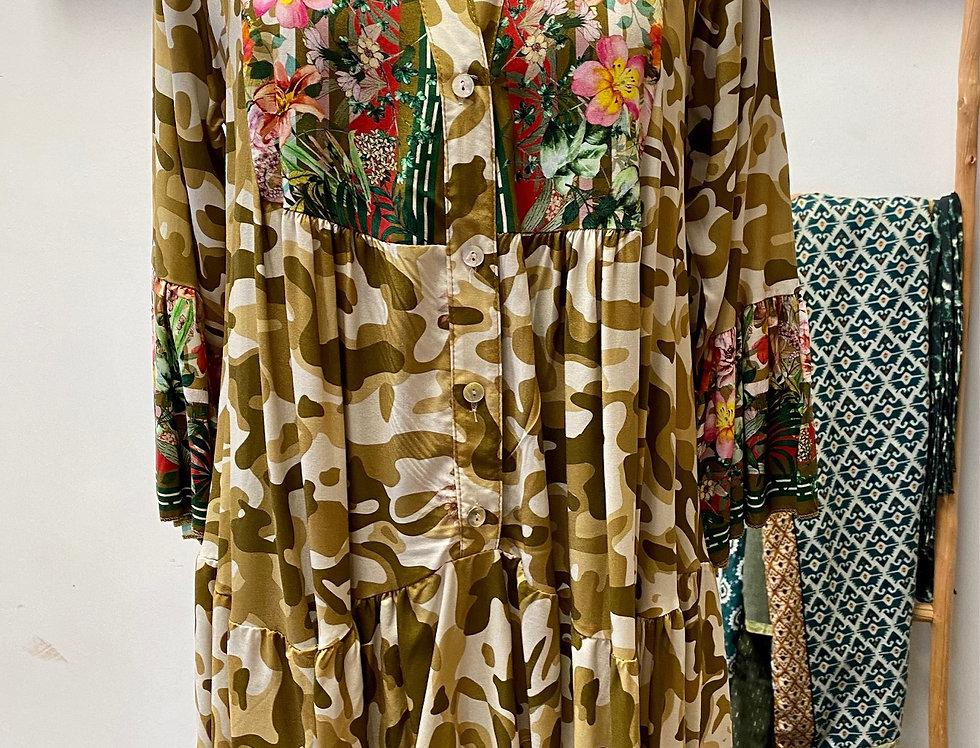 Kort kleedje camouflage met bloemen