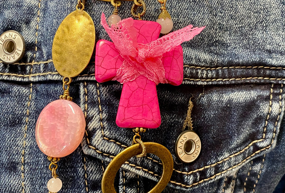 Broche SIG DE TANA pink cross