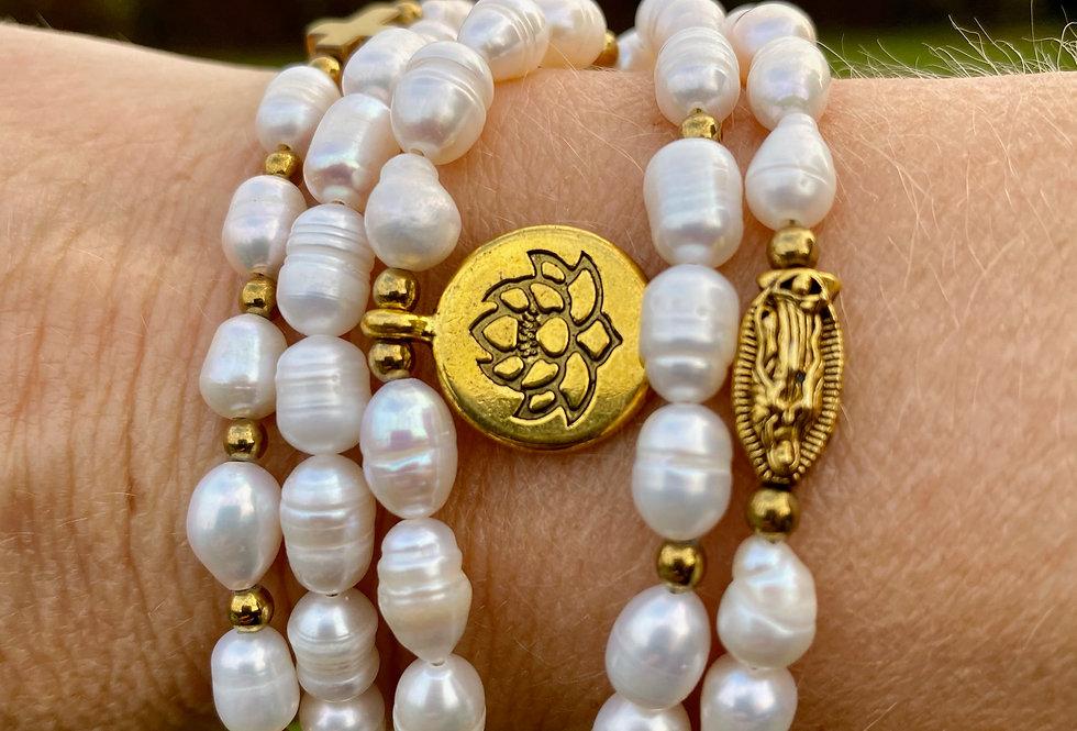 T'As Vu la Vierge!? Armband parelmoer met Lotusbloem