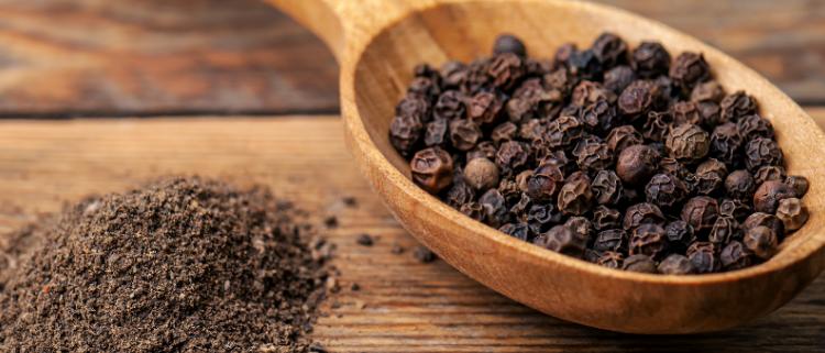Organic Black Pepper / Kari Menasu
