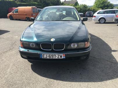 BMW_série_5_verte_face.JPG
