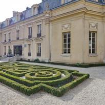 villa-medicis-saint-maur-des-fosses_edited.jpg
