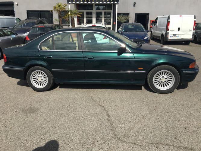BMW_série_5_verte_profil_G.JPG