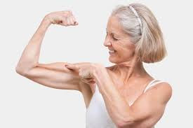 femme montre ses biceps.jpeg