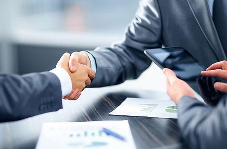 עורך דין חוזים חתימה על חוזה