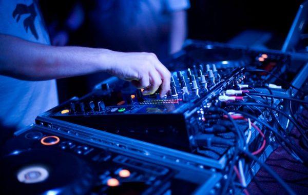 audio-visual-equipment-hire-dj-gear-ultima-music-1024x640-600x380