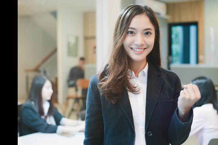 asian-businesswomen-success-winning-conc