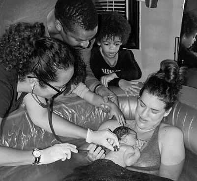 Home water birth with midwife Shelia Feldman, Van Nuys, CA.