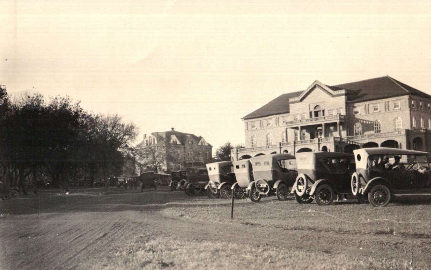 HSC Mead with 1930s cars.jpg
