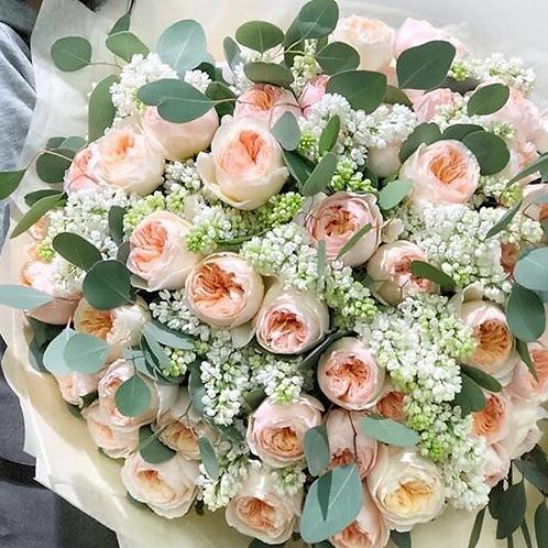 Розы Дэвида Остина с сиренью