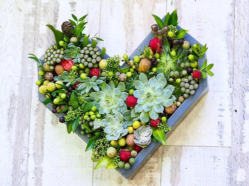 «Сердце из суккулентов в дерев форме»