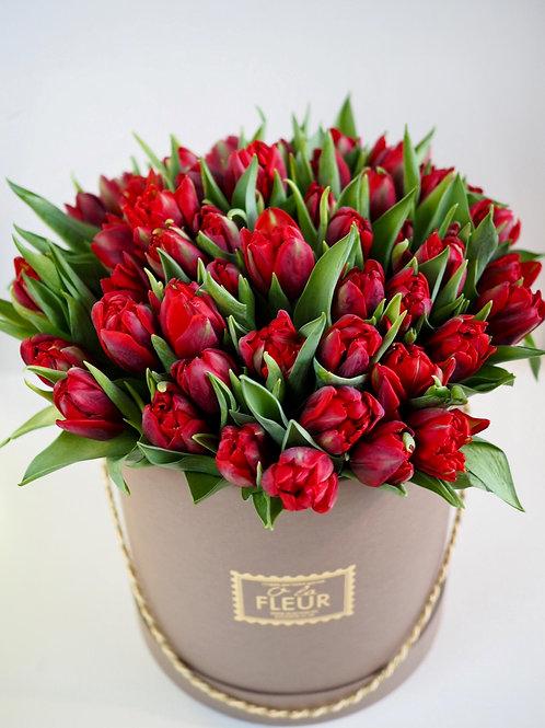 Большой цилиндр с тюльпанами пионовидными