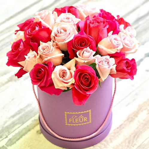 Большой цилиндр с эквадорскими розами
