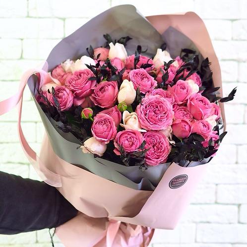 Букет из 2 видов и оттенков пионовидных роз