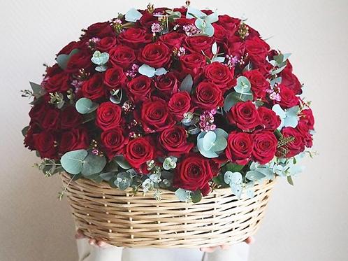 Корзина со 151 розой