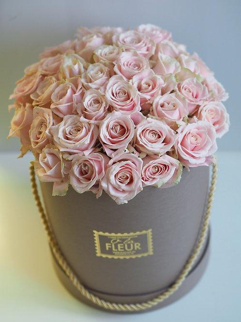 Большой цилиндр с розами