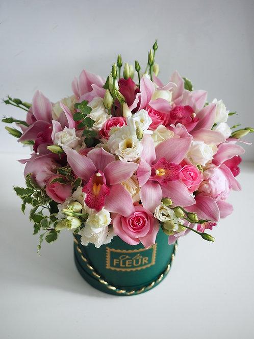 Букет с орхидеей в цилиндре