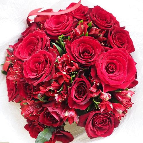 Букет из роз с альстромерией
