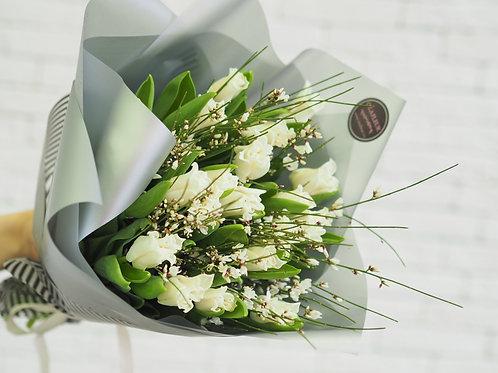 Тюльпаны с генистой