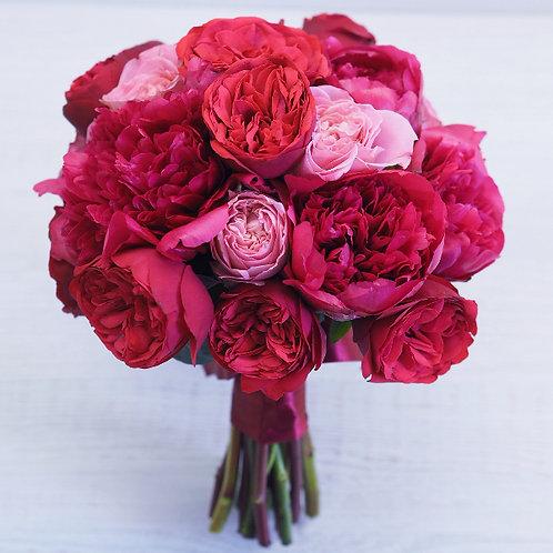 Букет из пионов и роз пионовидных
