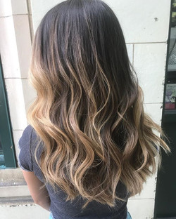 We did this balayage 3 months ago and it's still 👌🏼👌🏼.jpg
