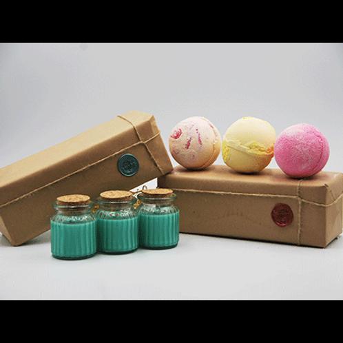 Apple & Cinnamon Candles - Papaya, Pineapple & Very Berry Bath Bomb Gift Set