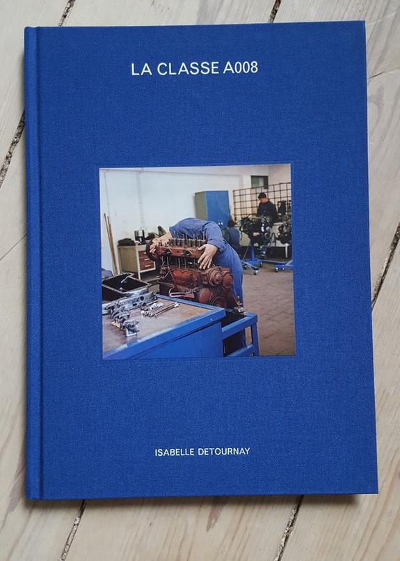 """""""La classe A008"""" bientôt disponible...en librairie et à la Foire du Livre de Bxl !"""