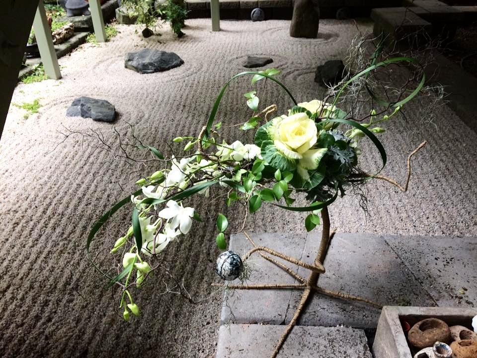 Floating flower arrangement $120_edited