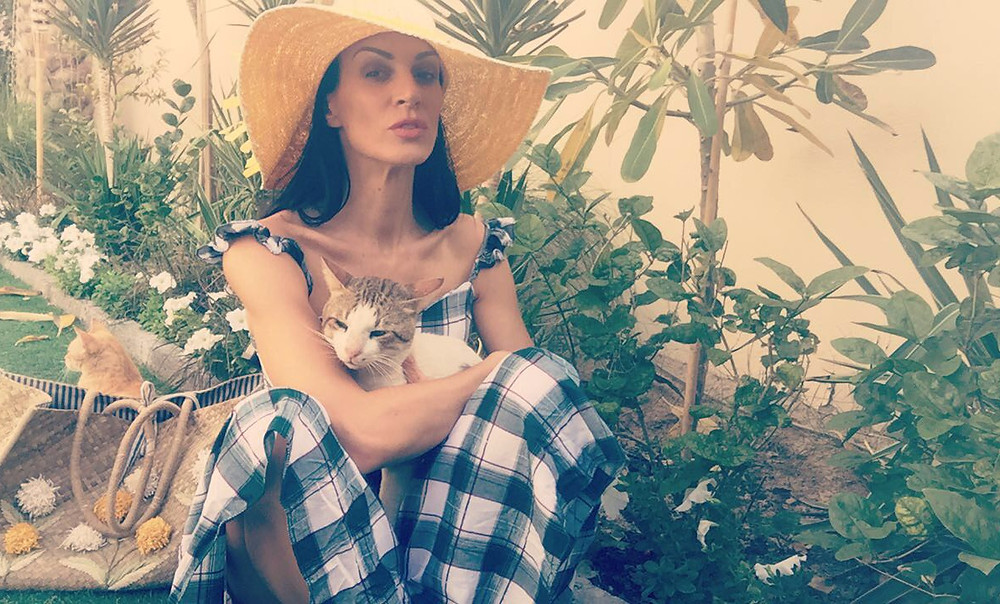 henrieta Duffner, fashion, designer, dubai, garden, estelle, cats, dress, long dress, caro dress, country dress, green, white, max studio, brand, london