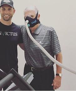 EWOT zuurstoftherapie is geschikt voor iedereen die nog 15 minuten kan bewegen op een hometrainer met een zuurstofmasker op.