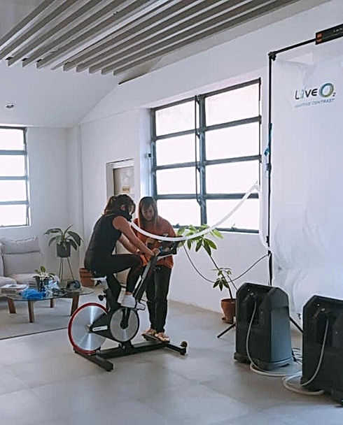 Exerise with Oxygentherapie EWOT is 15 minuten trainen met een zuurstofmasker op voor je gezonheid en betere prestaties.