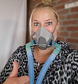 Normaal gesproken had ik 2 a 3 x per jaar een longontsteking. Nu ik EWOT zuurstoftherapie doe heb ik al 7 maanden lang zelfs geen medicijnen nodig gehad. Mijn conditie is sterk verbeterd, niet meer hoesten en geen aanvallen meer van benauwdheid. Ik kan EWOT aan iedereen aanbevelen.