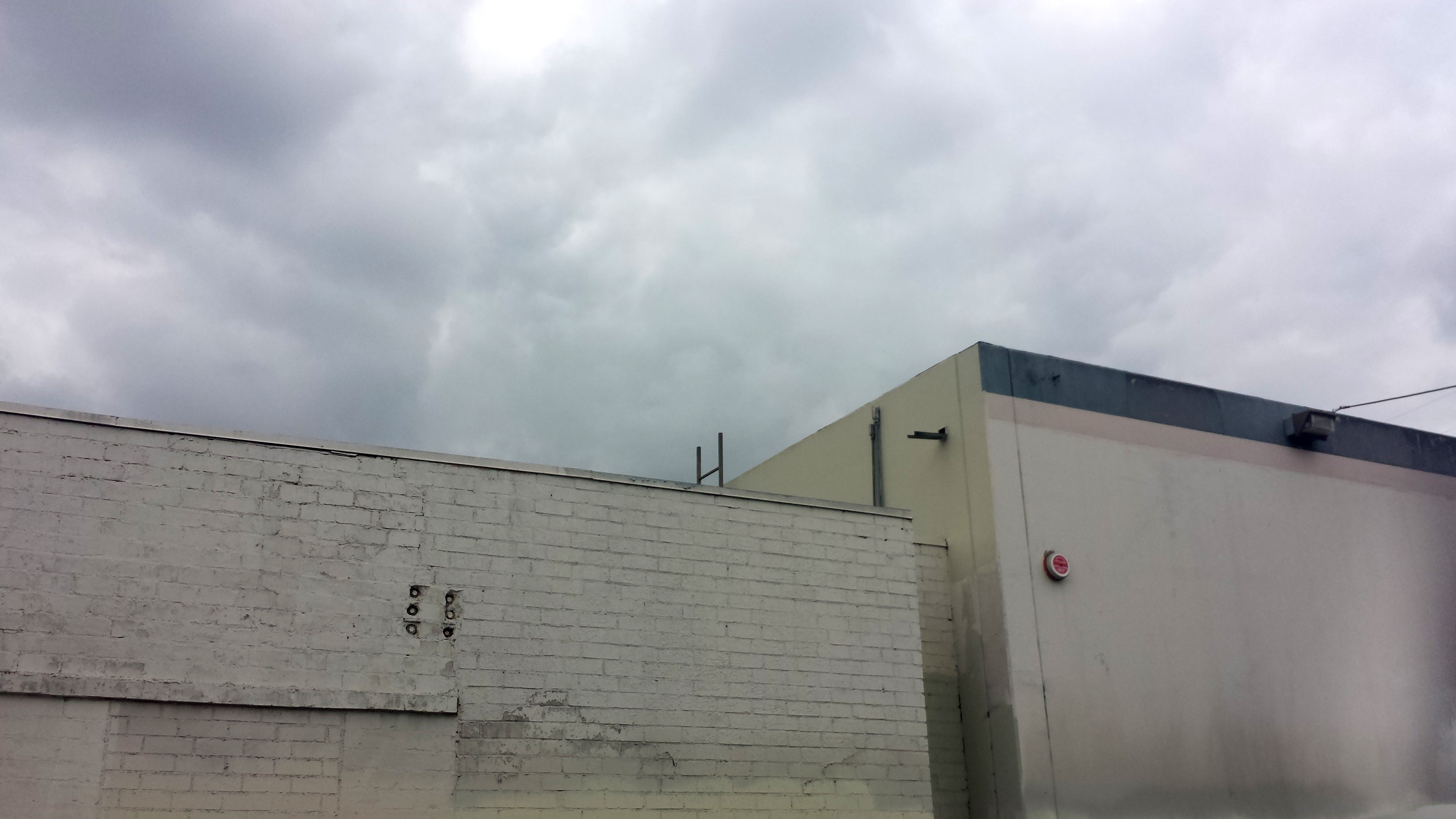 20171101_125005.Two Walls with Grey Sky