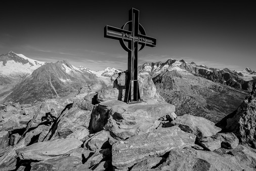 Berg mit Kreuz
